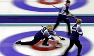 Rhona Martin aims the stone at the 2006 Winter Olympics.