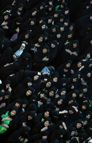 24 Hours in Pictures: Muslim Shiite pilgrims gather to mark the Shiite mourning day of Arbaeen