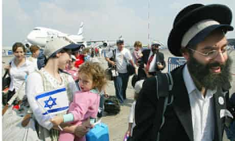 An ultra-orthodox Jewish family making aliyah arrive at Ben Gurion airport, 2003