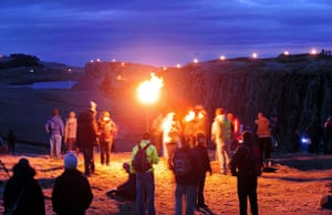 Hadrian's Wall: Hadrian's Wall is lit from end to end by a team of 500 volunteers
