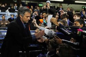 Chelsea v Inter: Jose Mourinho signs autographs