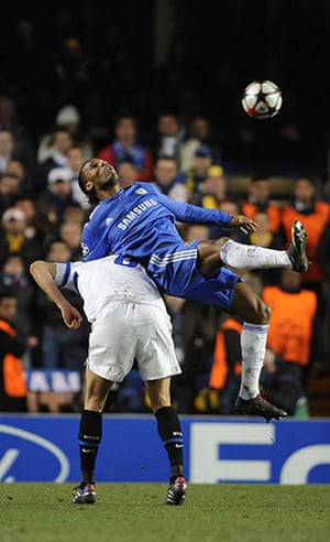 Chelsea v Inter: Drogba and Lucio get in a tangle again
