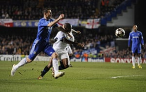 Chelsea v Inter: Lampard is unable to hold back Eto'o as he chases after the ball