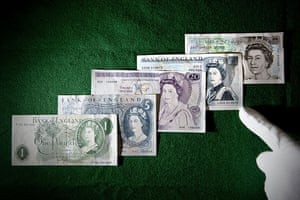 bank exhibition: Banknotes featuring the Queen from 1960 to the present day