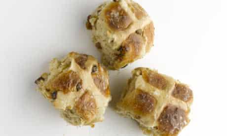 Spiced stout buns