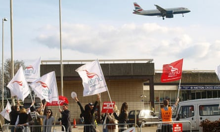 A BA flight approaches Heathrow behind a Unite union picket line