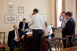 Healthcare reform: White house aide listen as US President Barack Obama