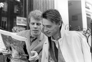 Paul Weller Timeline: Mick Talbot and Paul Weller reading Rock newspaper