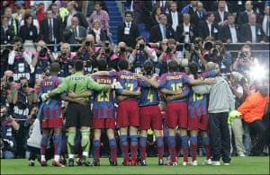 06 Champions League Final: Barca Line Up For A Team Photo