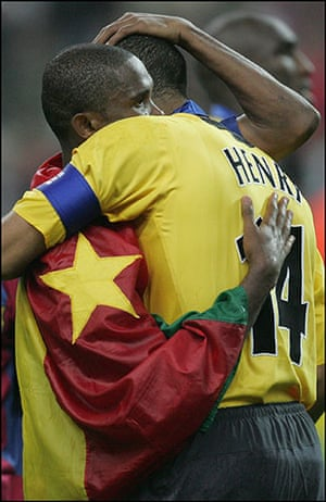 06 Champions League Final: Samuel Eto'o Hugs Thierry Henry At The End