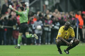 06 Champions League Final: Dejected Sol Campbell At The Final Whistle