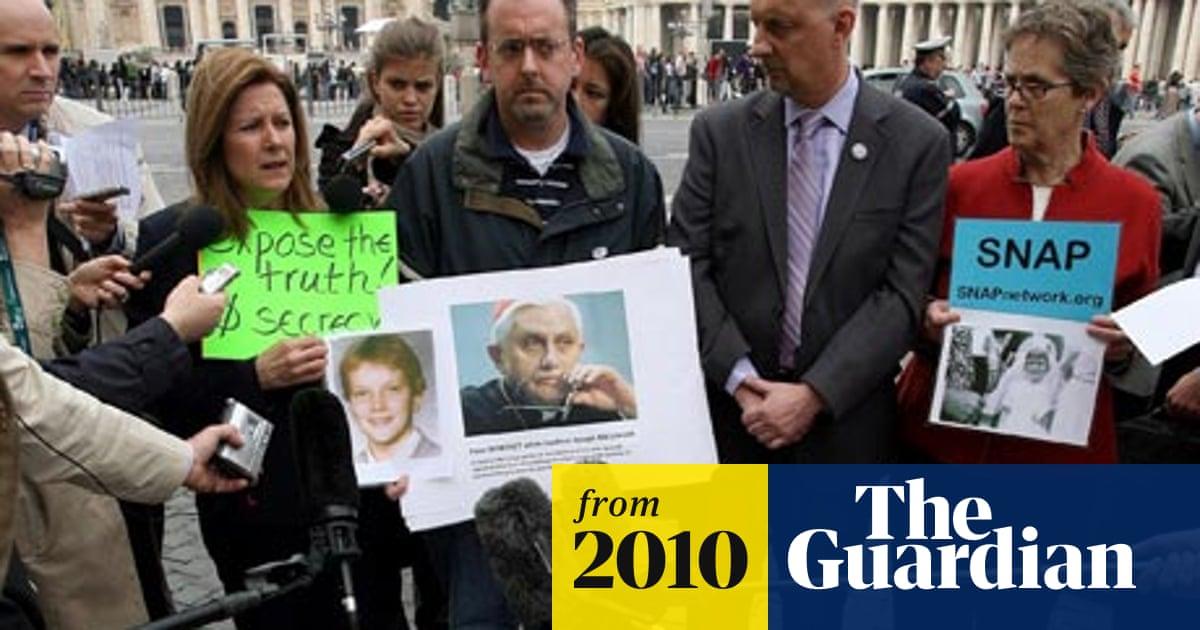 Víctimas alemanas protestan en el Vaticano en 2010