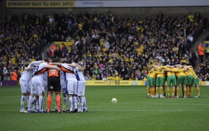 Norwich v Leeds: Both teams go in a huddle before kick off