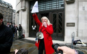 Save 6 Music protest: DJ Liz Kershaw speaks to protesters