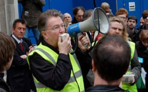 Save 6 Music protest: Tom Robinson addresses protesters