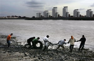 Cleaning the Thames: Volunteering events to clean the river Thames