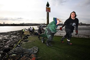 Cleaning the Thames: Carrying debris away