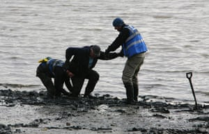 Cleaning the Thames: Rescuing a volunteer stuck in the mud