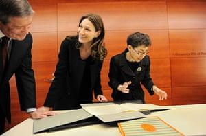 Sarkozy in the US: Carla Bruni-Sarkozy visits the Julliard School, New York