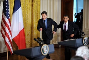 Sarkozy in the US: Nicolas Sarkozy and Barack Obama run to the stage in the White House