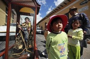 Holy week: Riobamba, Ecuador: Christians take part in a Holy Week