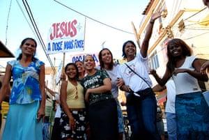 Te Vejo Maré: A group of women from the Evangelical church Assembléia de Deus