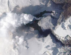 Iceland volcano: A new volcanic fissure near Iceland's Eyjafjallajokull volcano