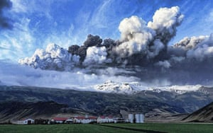 Iceland volcano: A plume of volcanic ash rises into the atmosphere