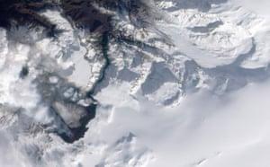 Eyjafjallajökull Volcano: eruption at Fimmvörduháls in southern Iceland