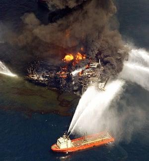 Deepwater Horizon oil rig: the rig ablaze