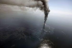 Deepwater Horizon oil rig: an oil slick develops