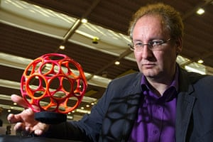 Exhibition of Inventions: Janick Simeray's invention that levitates objects in Geneva