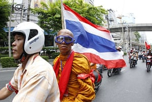 Thailand protests: Buddhist monk joins Red Shirt convoy in Bangkok