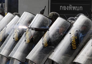 Thailand protests: Soldiers fire at anti-government Red Shirts