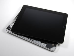 iPad disassembled: iPad display comes away