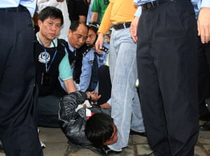 China school violence: A man who attacked students at a primary school in Leizhou is arrested
