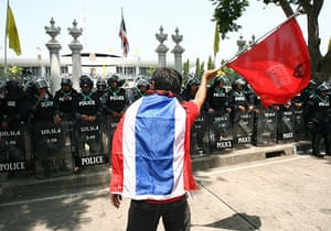 Thailand protests: Thai red-shirt protesters march on parliament in Bangkok