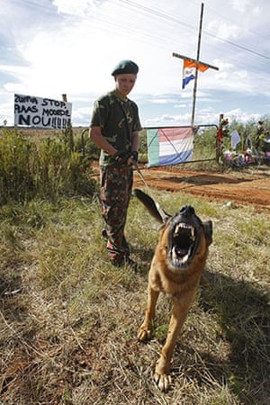 TerreBlanche: Security outside Eugene Terreblanche farm Ventersdorp, South Africa