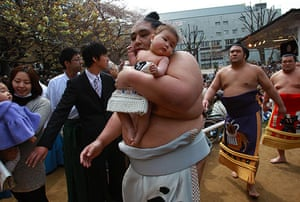 24 hours in pictures: Yasukuni sumo festival