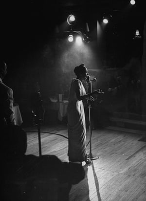 Lena Horne: 1947: Lena Horne on stage in nightclub