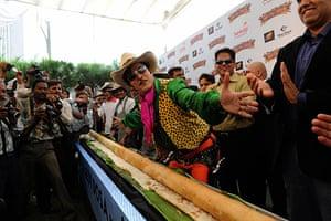 Big Food: A 32.5 foot long Dosa at Sankalp in Ahmedabad on 19 August 2009