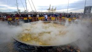 Big Food: A giant paella