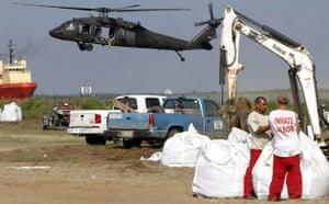 Deepwater Horizon: Gulf Oil Spill Begins To Reach Land : Inmates fill giant sandbags