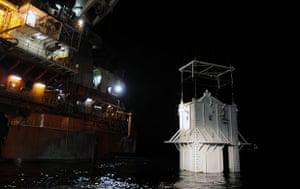 Deepwater Horizon: Gulf Oil Spill Begins To Reach Land: pollution containment chamber