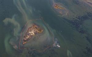 Deepwater Horizon: Oil Spill Begins To Reach Land: Oil booms, Chandeleur Islands, Louisiana