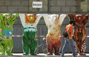 Global animal sculptures: Bears Berlin