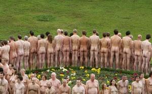 Spencer Tunick: Volunteer nude models pose for Spencer Tunick