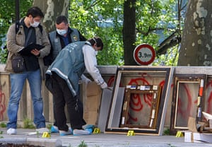 Paris art theft: Police officers search for clues