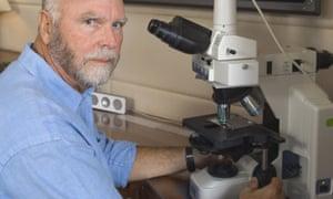 Craig Venter in the lab on Sorcerer II