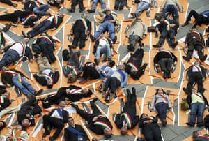 24 hours in pictures: Florence, Italy: Mayors protest against the rigidity of the Stability Pact